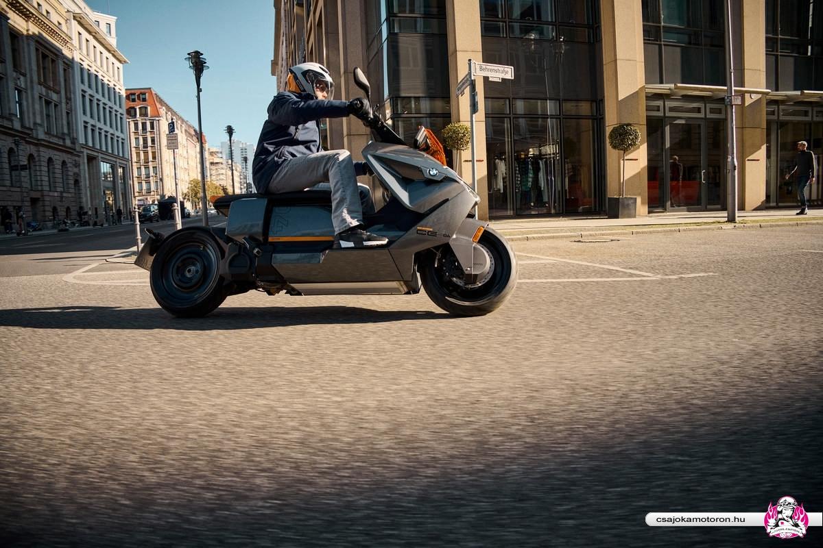 BMW CE 04-elektromos-robogo-2021-36