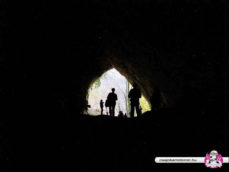 osember-barlang