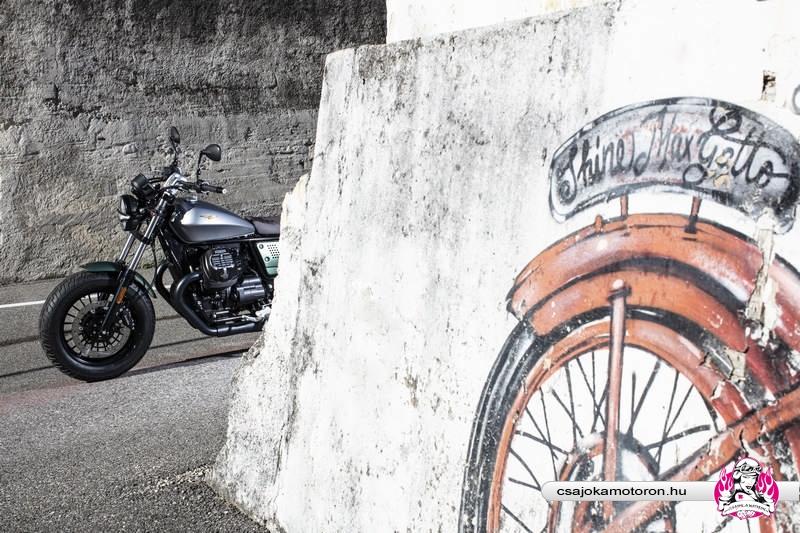 moto-guzzi-V9-Bobber-Centenario-2021-27